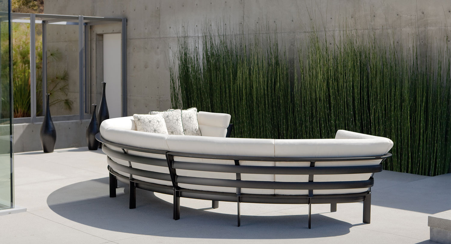 Patio Things Parkway Curvilinear By Brown Jordan Provides A Patio Modular Seating Option