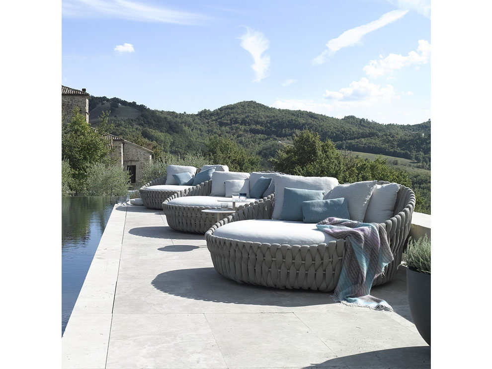 janus et cie indoor outdoor furniture tosca armchair tosca chaise lounge tosca cocktail table tosca daybed tosca dining table tosca dining tosca lounge