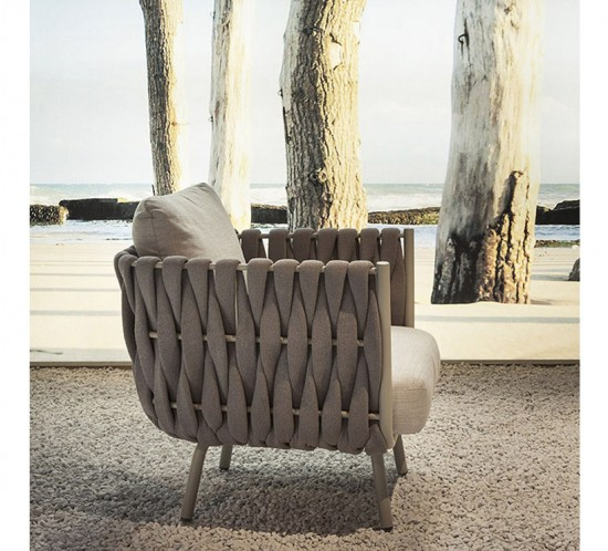 janus-et-cie-indoor-outdoor-furniture-tosca-armchair-tosca-chaise-lounge-tosca-cocktail-table-tosca-daybed-tosca-dining-table-tosca-dining-tosca-lounge-chair-tosca-side-table-06