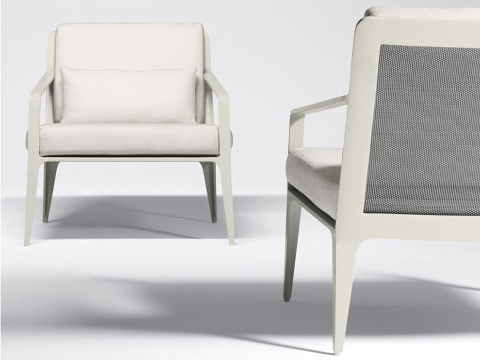 Patio things the still patio furniture collection by for Brown and jordan chaise