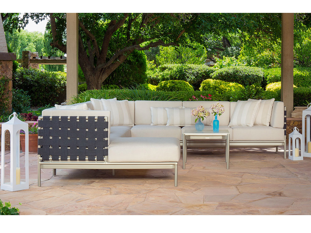 Patio Things Crossings Outdoor Furniture Collection By Brown Jordan Elevates The Look Of Any Garden Or Pool Setting